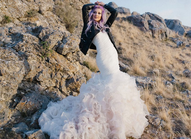 Bridal Hair that Wins with the Pastel Trend
